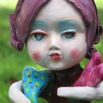 Cuori in autunno, bambola in terracotta