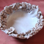Decorative ceramic bowl white flowers, ciotola decorata con i fiori